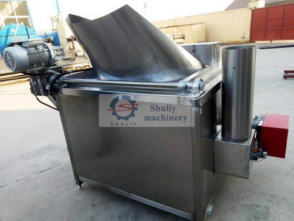 Tipping bucket frying machine